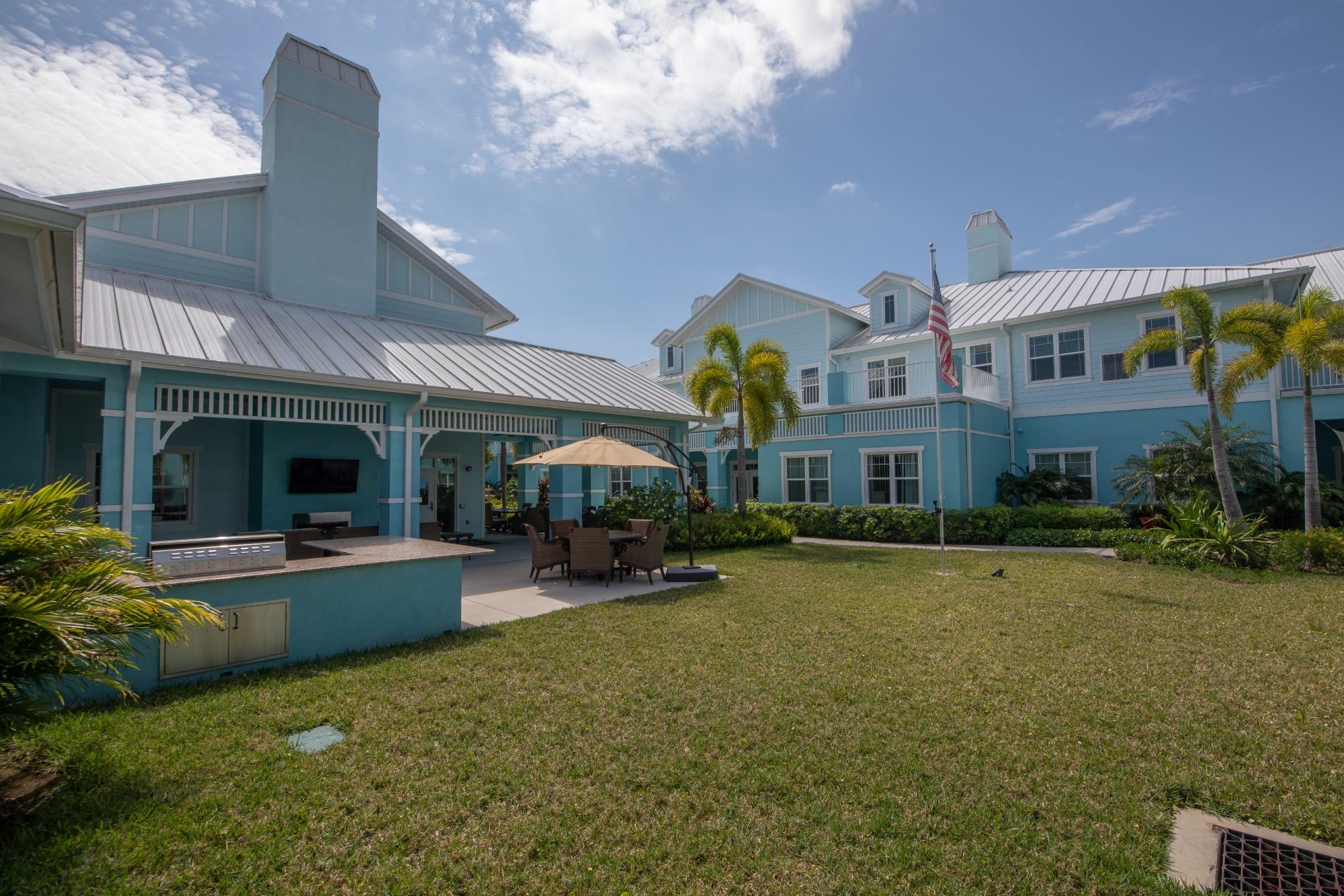 Grand Oaks Jensen Beach Courtyard